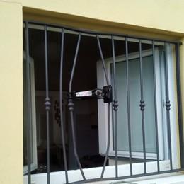 Dalmine, furto in villa nella notte Ladri usano crick per forzare le sbarre