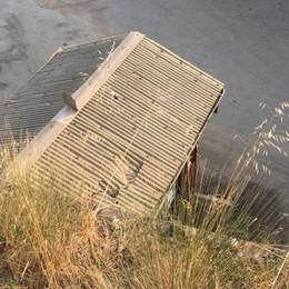 In fuga dai vigili finisce sul tetto È morto il 47enne di Gorlago