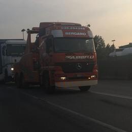 Tir in panne blocca la 525 per oltre 3 ore Serata di traffico tra Dalmine e Osio
