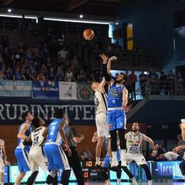 Tiri liberi sul basket orobico Treviglio in vantaggio su Bergamo