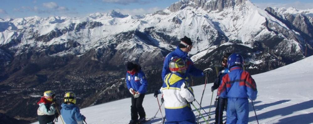 Sci e snowboard, novità in vista Esteso l'obbligo di indossare il casco