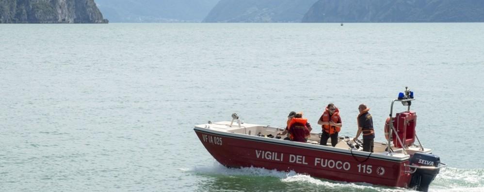 Sul gonfiabile turista sparito nel lago  Castro, per le ricerche anche i robot