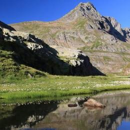 Con il Cai all'insegna della sostenibilità Domenica c'è «Save the Mountains»