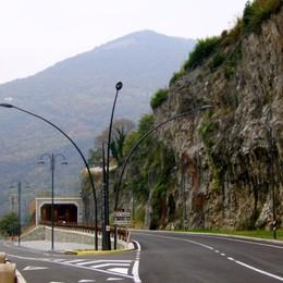 Porsche Carrera esce di strada Tre giovani feriti a Riva di Solto