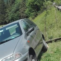 Auto senza freno a mano a Castione Grande paura per un 61enne
