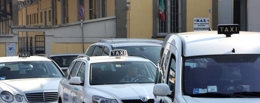 Taxi, 40 richieste per le 12 licenze Fissata la tariffa da Orio a Milano