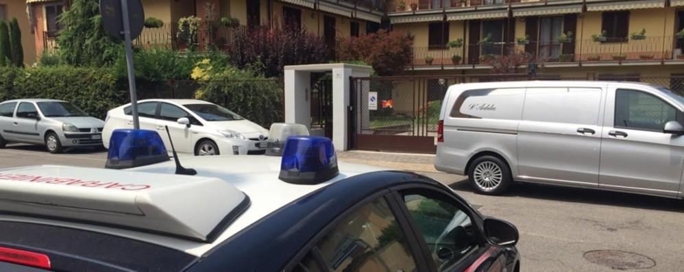 Donna di 84 anni trovata morta in casa Il marito in fin di vita: è giallo a Treviglio