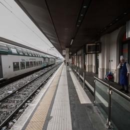 Treni fermi fra Treviglio e Bergamo L'ira dei pendolari: la solita storia