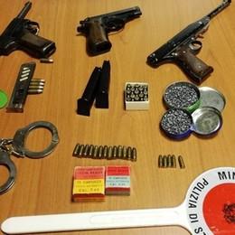 Pallini metallici contro la finestra del vicino Scoperto 62enne:in casa armi e munizioni
