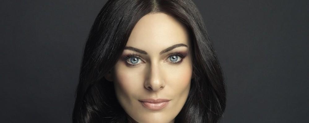 Paola Turani sempre più social La bergamasca testimonial per Mac