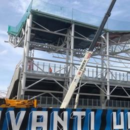 Stadio, iniziata la posa della copertura  Lamiere zincate di tre colori diversi - Foto