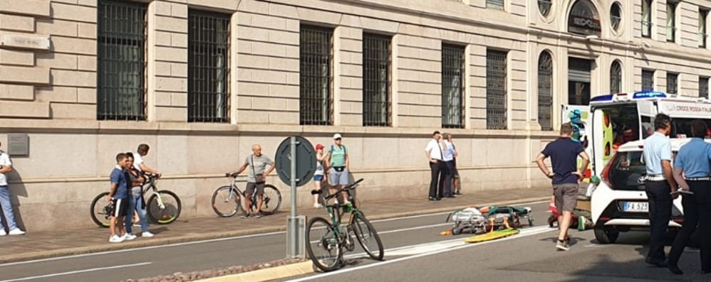 Bergamo, donna investita in via Roma Volo di 20 metri, è grave - Foto