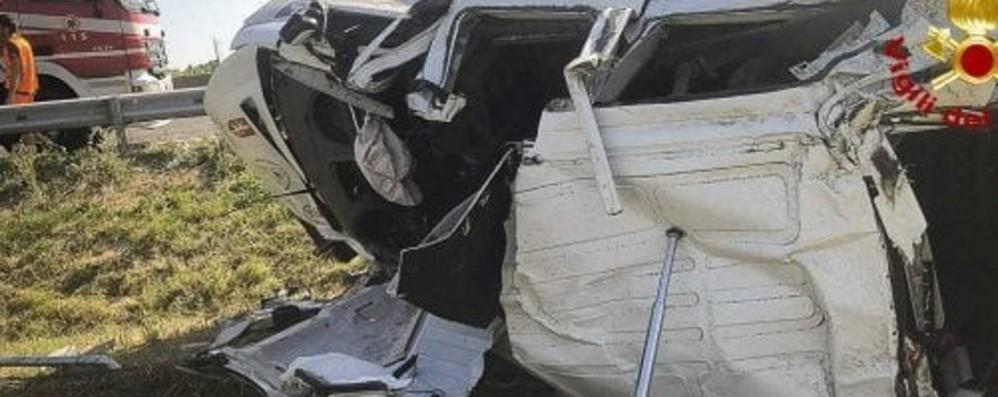 Schianto con il pulmino a Imola: 7 feriti Fuori pericolo l'autista di Songavazzo