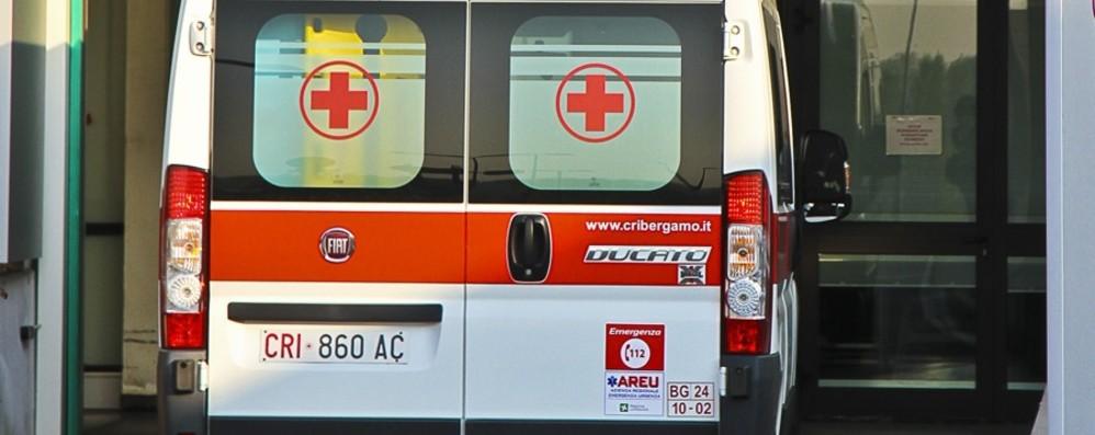 Furgone si ribalta in A4 a Palazzolo Ambulanze soccorrono tre feriti, code