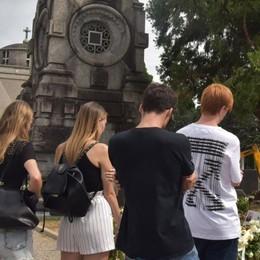 Matteo e Luca, gli amici al cimitero «Non c'è vuoto grazie a chi li amava»