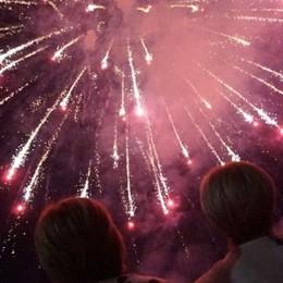 In migliaia in Santa Caterina 37 minuti di fuochi d'artificio