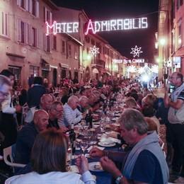 Santa Caterina, c'è la cena in strada Sabato i tradizionali fuochi d'artificio