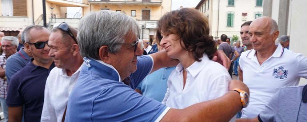 Da Gotti a Savoldelli, omaggio a Gimondi L'abbraccio della gente a Paladina