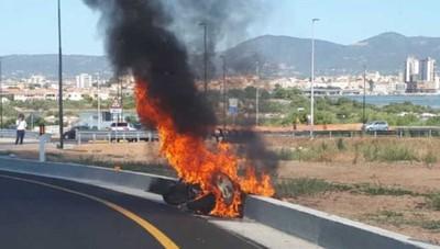 In fiamme la moto del sindaco Gori L'incidente in vacanza in Sardegna