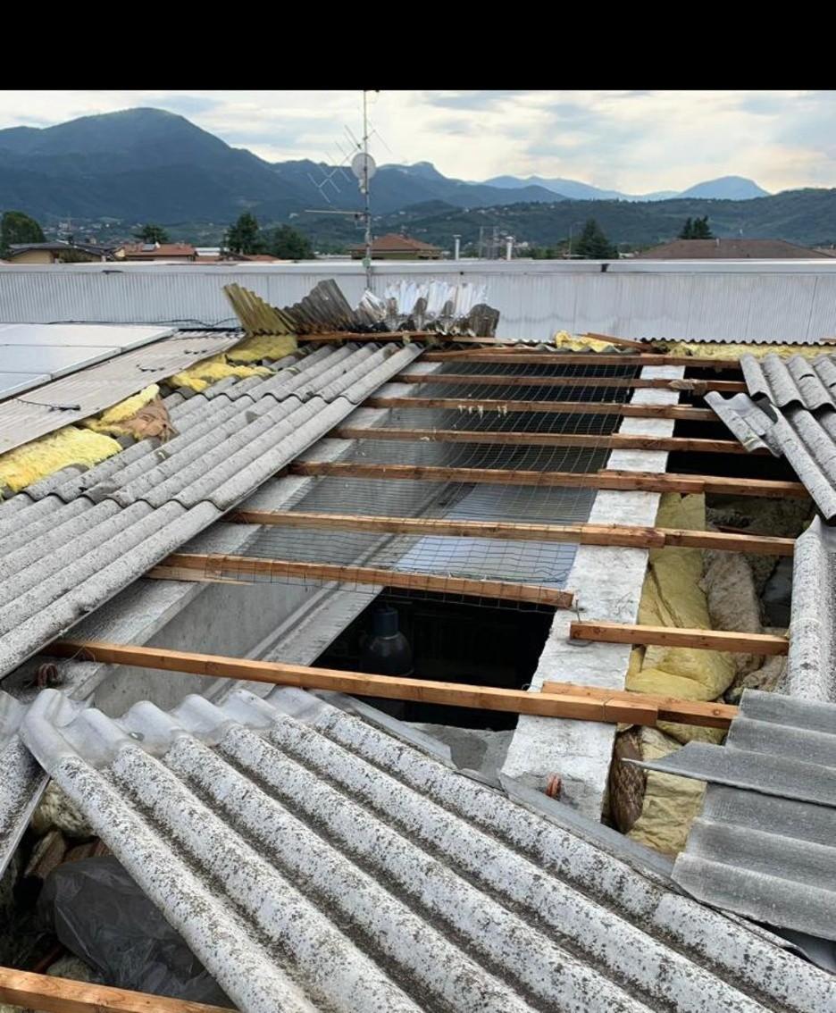 Il tetto della «Ferramenta Mora»