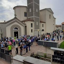 L'ultimo saluto a Felice Gimondi Migliaia di tifosi per  i funerali a Paladina