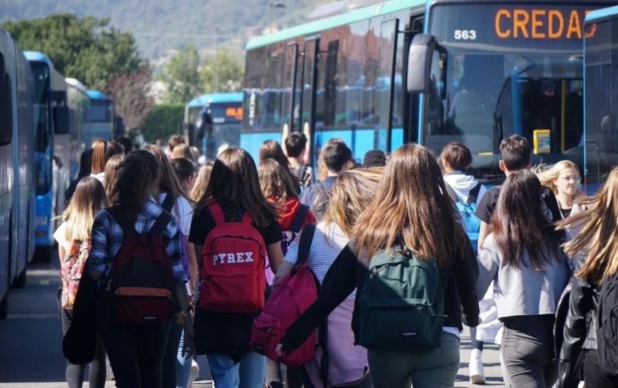 A scuola in bus: piano anti ressa con uscite differenziate per gli studenti