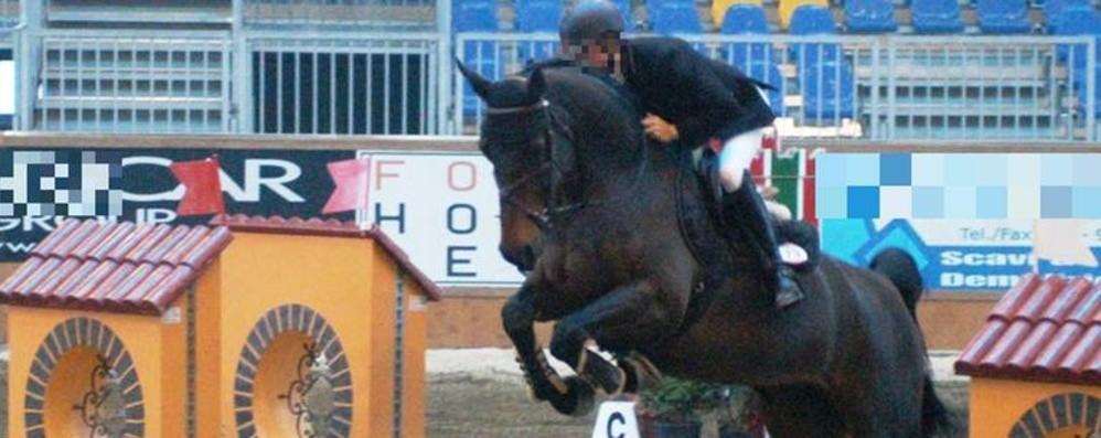 Cade da cavallo durante una gara Grave 56enne fantino bergamasco
