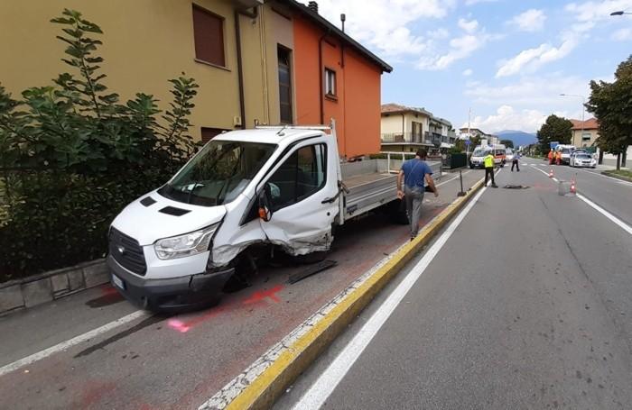 Il furgone coinvolto nell'incidente a Seriate