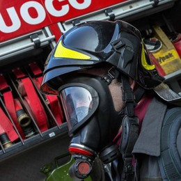 Treviolo, fiamme in un appartamento Ragazzo evacuato dalla finestra, è salvo