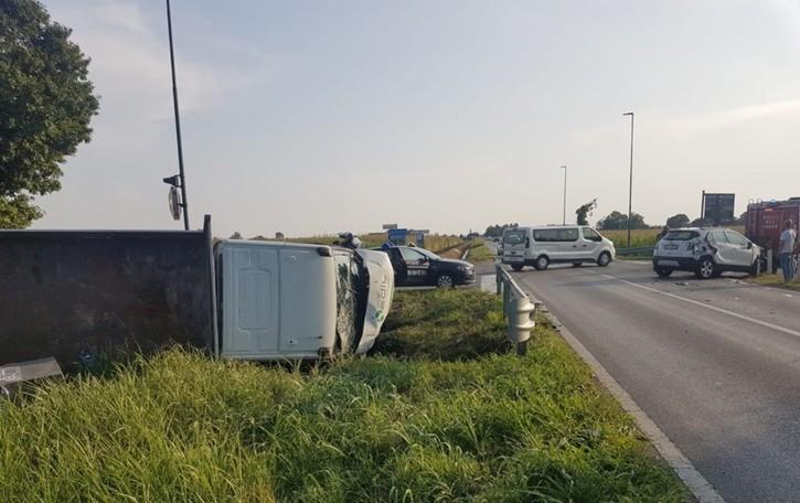Cavernago, incidente sulla Soncinese  Auto  contro un camion che si «sdraia»