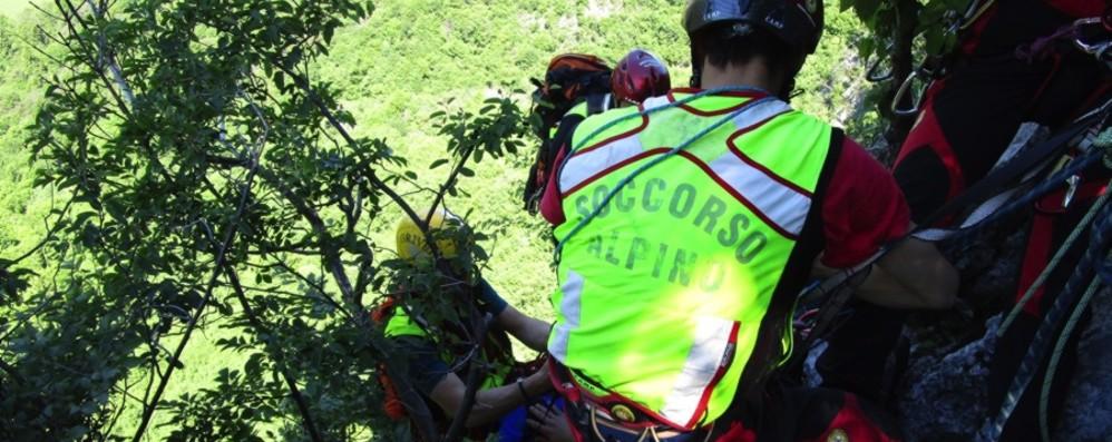 Ornica, bloccato su uno sperone 25enne salvato dal Soccorso alpino