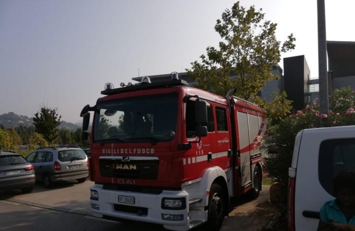 I mezzi dei vigili del fuoco in ospedale
