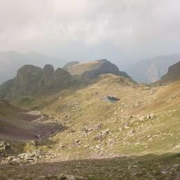 Cade in montagna per una 70ina di metri Roncobello, muore 61enne di Gazzaniga