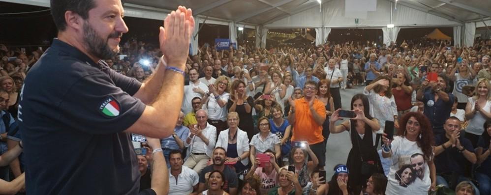 Folla ad Alzano per Matteo Salvini «Non molliamo, nei Comuni e in piazza»