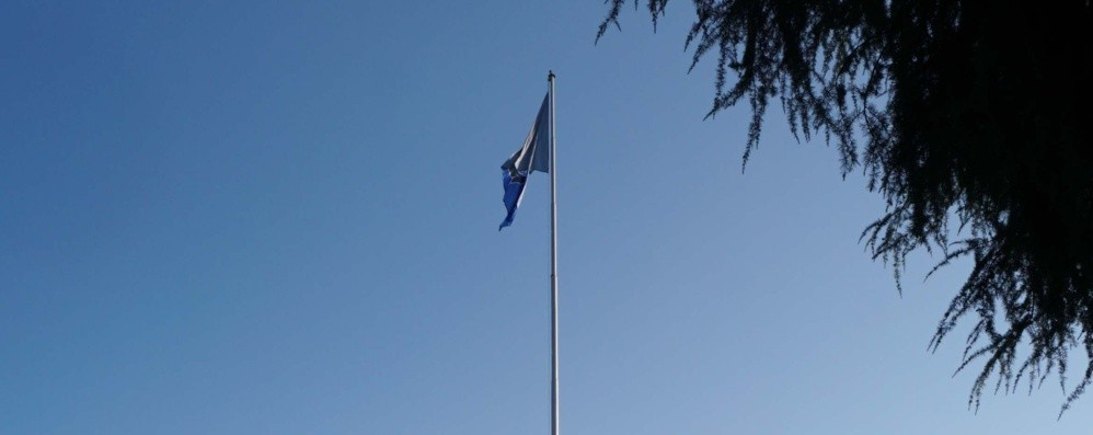 Sull'antenna simbolo di Dalmine Sventola la bandiera nerazzurra