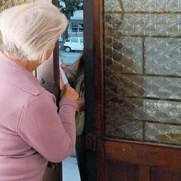 «C'è una fuga di gas» Gorle, anziani derubati