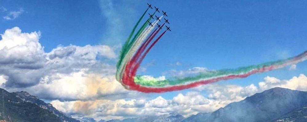 Tornano le Frecce Tricolori su lago d'Iseo Spettacolo dei cieli al Memorial Stoppani