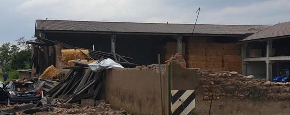Vento e pioggia, crolla muro della cascina Auto travolta: ferito un uomo di 45  anni