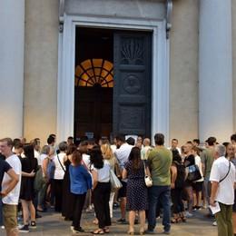 Folla alla veglia per Luca e Matteo «Le famiglie esempio di dignità e fede»