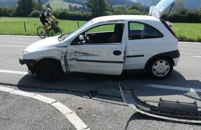 L'auto coinvolta nell'incidente tra Castione e Onore in Valle Seriana