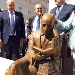 D'Annunzio, la statua delle polemiche è opera di uno scultore bergamasco