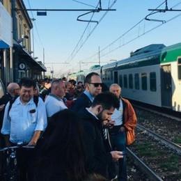 «Mattinata pessima» per i pendolari  Il treno parte, ma si ferma per un guasto