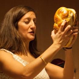 Miriam Camerini, quando il riposo è sacro (e si mangia senza accendere la luce)