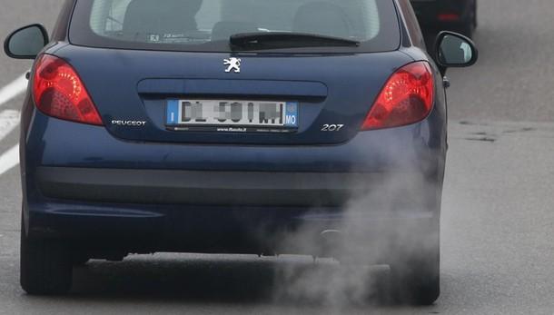 Auto inquinanti, arriva la scatola nera Coinvolti 147 mila mezzi in Bergamasca