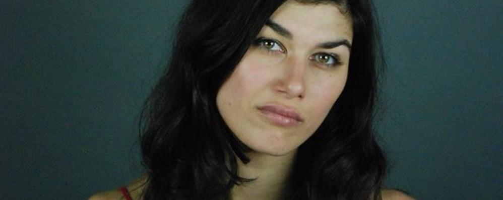 «Camminavo, mi ha colpito al viso» Parla l'attrice aggredita in strada