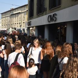 Casting di moda in via Tiraboschi Folla di giovani in coda in centro