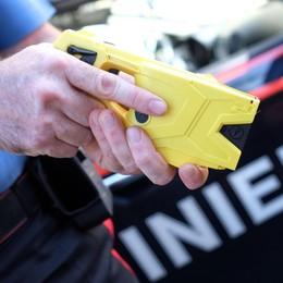 Pugni a una passante 30enne di Bergamo  Torino, 34enne bloccato con il taser
