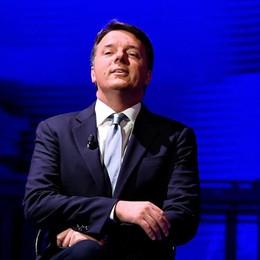Renzi si sfila e tiene  il governo in bilico