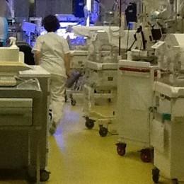 Alzano, tragedia durante il parto Muoiono prima la bimba e poi la mamma