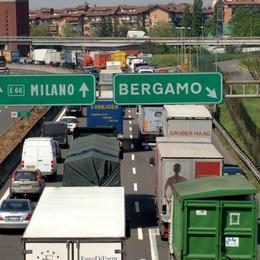 Tamponamento sull'A4: 8 feriti Lunghe code in uscita a Bergamo